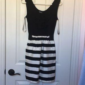 Iz Byer dress with pockets